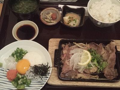 博多弁天堂のイカしらす丼とレモンステーキ