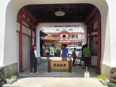 武雄温泉楼門の干支は東京駅と