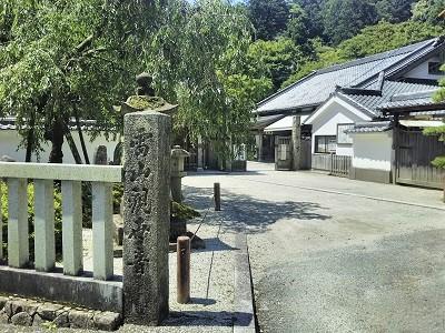 糸島の雷山千如寺大悲王院の入り口