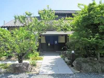 太宰府竈門神社近くの炭火地鶏山蔵の外観