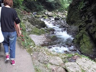 天安河原への歩道