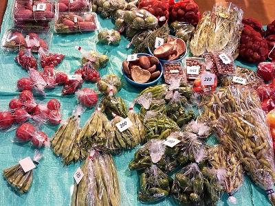 唐戸市場の野菜売り場