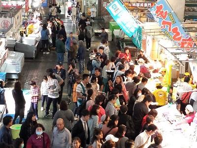 唐戸市場でランチ