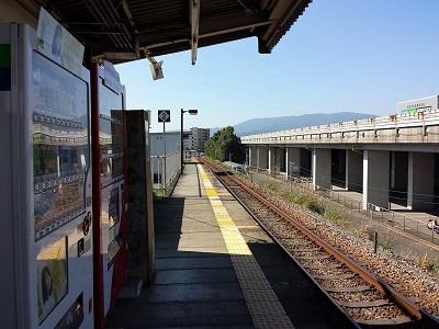 甘鉄小郡駅のホーム