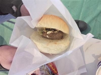 佐賀バルーンフェスタでハンバーガー