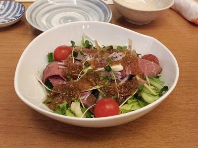 万葉の湯の宴会コースのローストビーフのサラダ