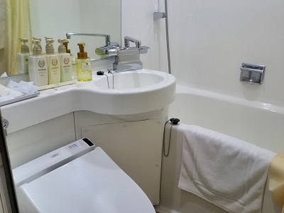 コートホテル京都四条のシャワールームと水回り
