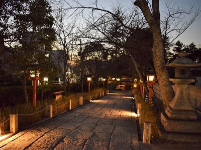 安井金毘羅宮は夜も参拝できる神社