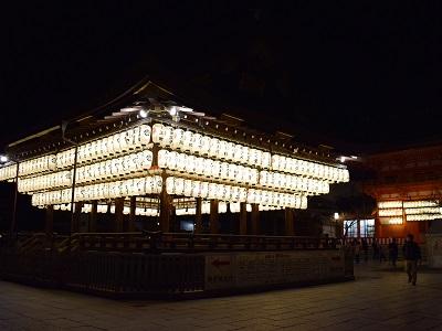 八坂神社の舞殿ライトアップ