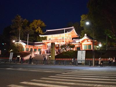 八坂神社の夜の西楼門