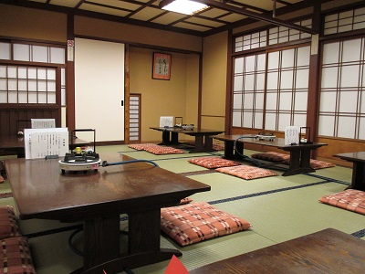 祇園円山かがり火の室内