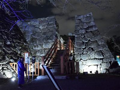 福岡城の天守台へ