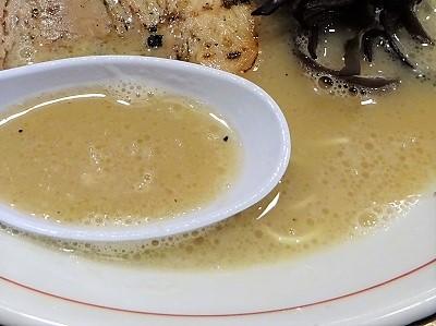 らーめんおいげんの豚骨ラーメンのスープ
