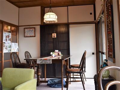 古民家カフェひとひらのダイニングテーブル