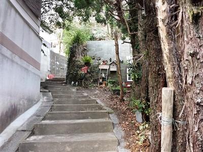 古民家カフェひとひらへの階段2