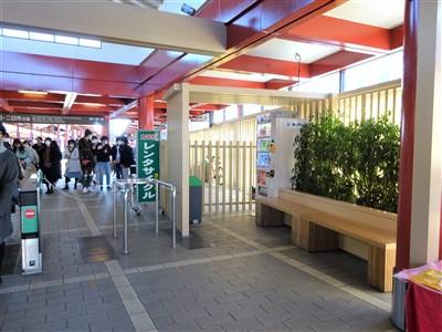 太宰府駅のベンチ1