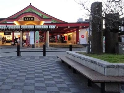 太宰府駅のベンチ3