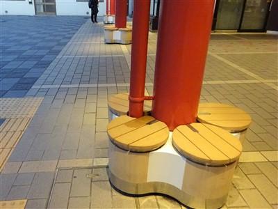 太宰府駅のベンチ2