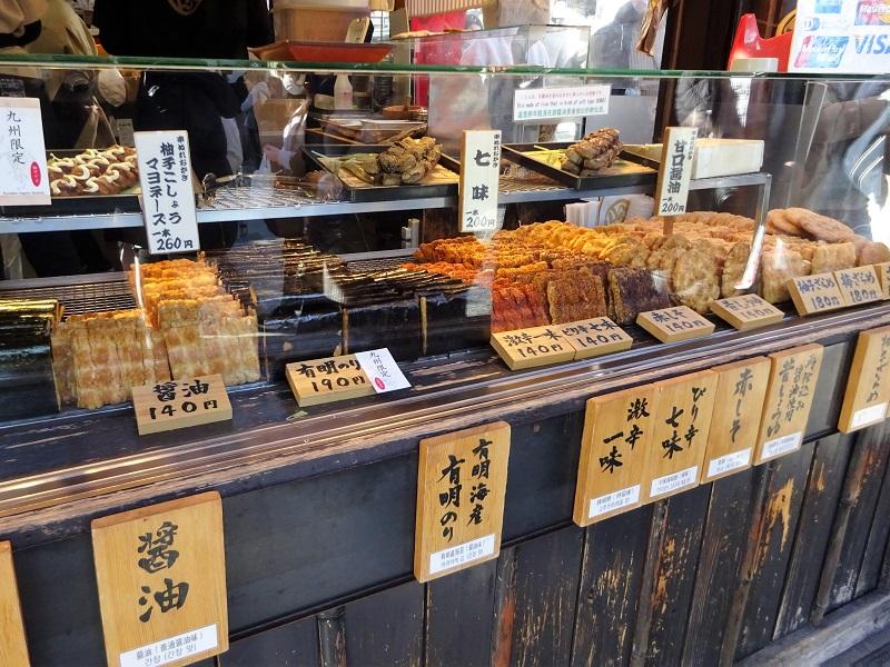 寺子屋本舗太宰府店の串ぬれおかきとせんべい1